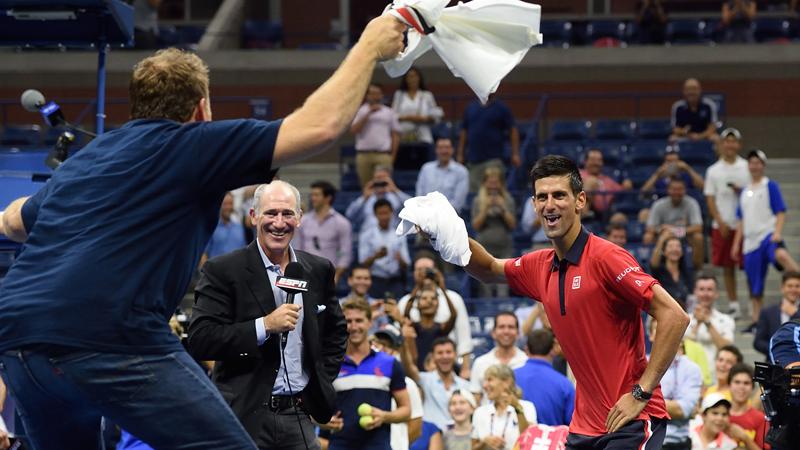 Djokovic dansend naar derde ronde (VIDEO)