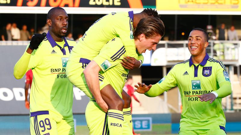 Anderlecht kruipt door het oog van de naald