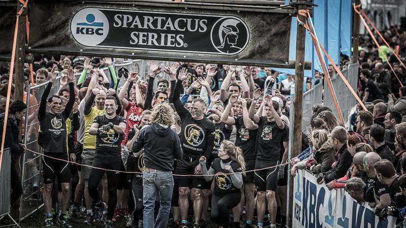 7000 lopers trotseren de kou in de eerste Spartacus Run