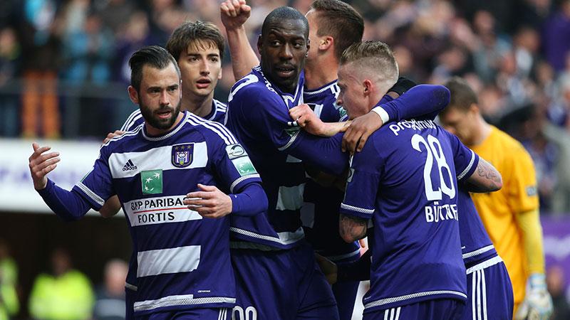 Anderlecht verslaat Club en nadert tot op één puntje