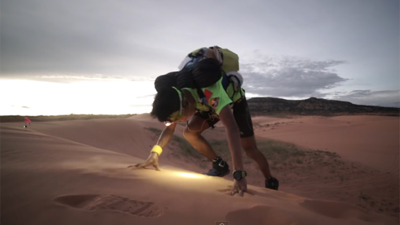 Lopen in desolaat gebied rond Grand Canyon (video)