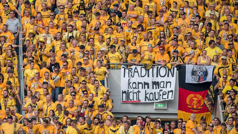 Dynamo Dresden ontvangt RB Leipzig met afgehakte stierenkop
