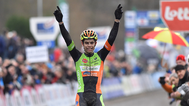 Van Aert demonstreert in Baal