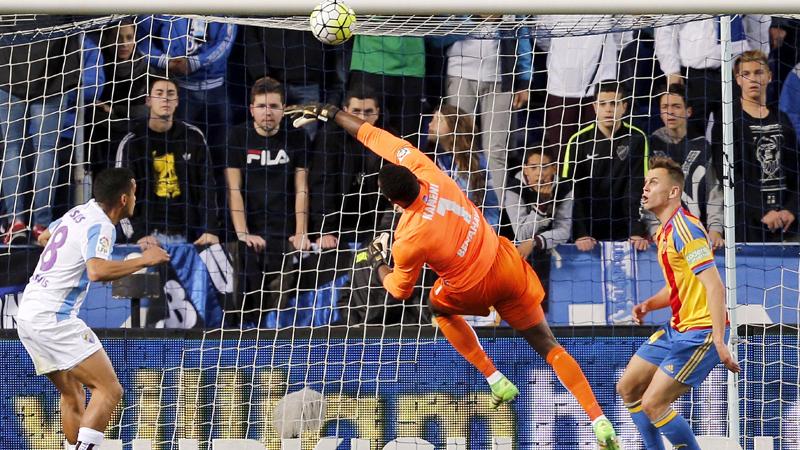 Malaga verliest door blunder doelman Kameni (VIDEO)