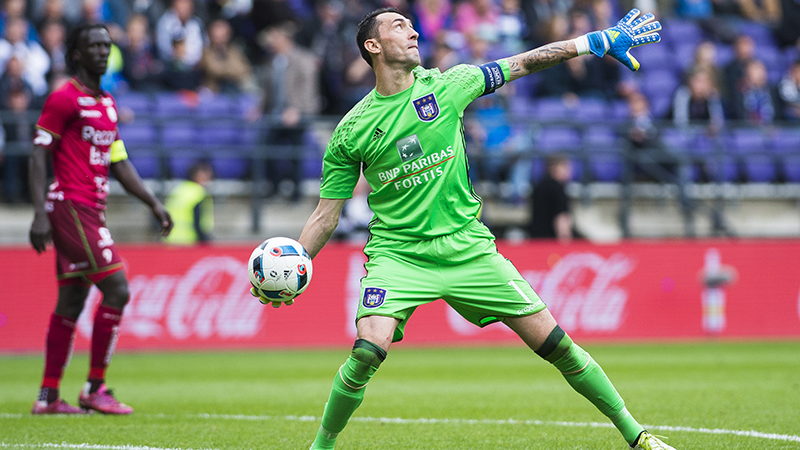 Silvio Proto neemt afscheid met 2-0 winst tegen Zulte Waregem