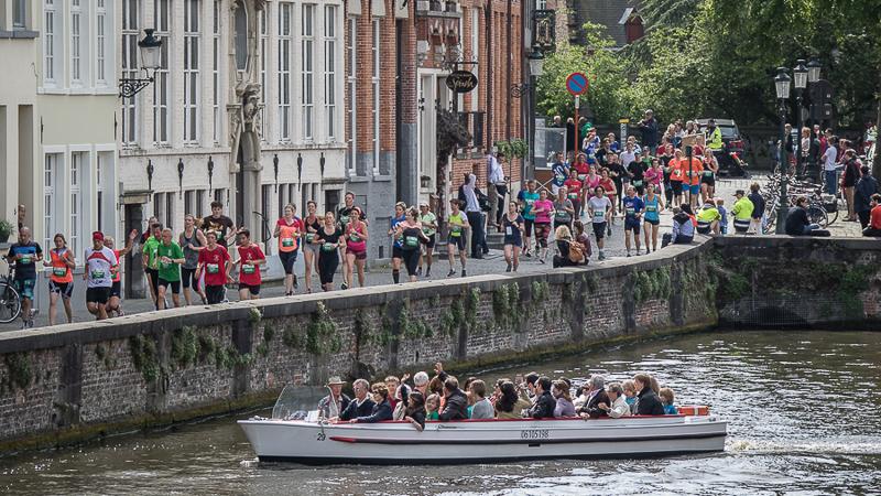 36ste Dwars door Brugge biedt sfeer, topsport en... een stralende zon