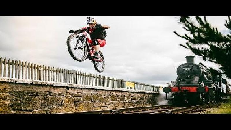 MacAskill dans ses oeuvres (VIDEO)