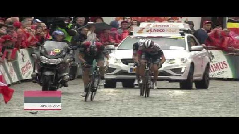 Eneco Tour: Herbekijk de aankomst op de Vesten in Geraardsbergen!