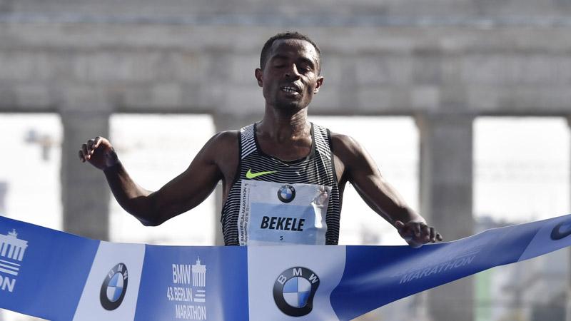 Kenenisa Bekele wint marathon Berlijn in toptijd