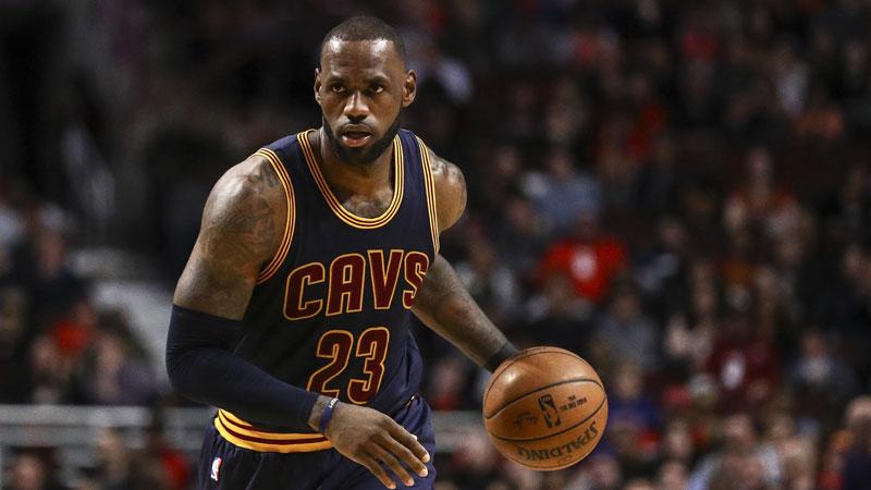 LeBron James sort le grand jeu (VIDEO)