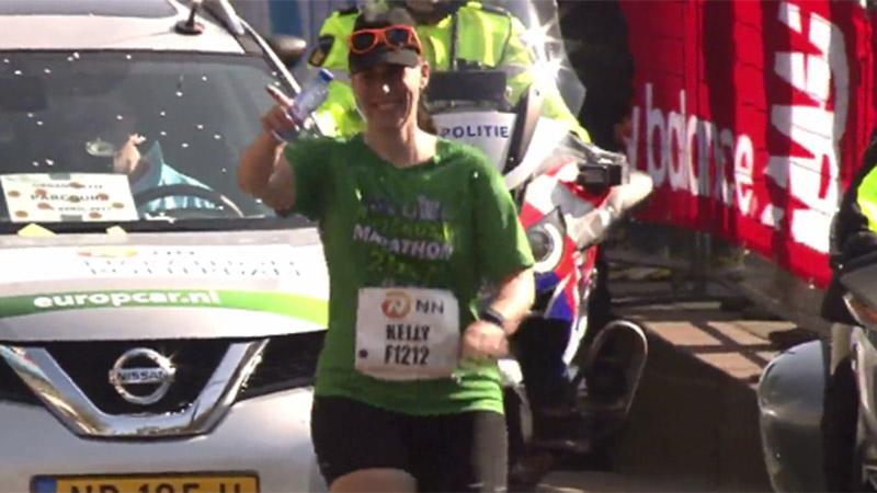 L'arrivée triomphale de la (dernière) marathonienne (VIDEO)