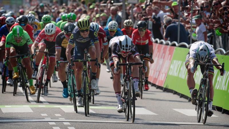 Sagan wins opening stage after photo finish