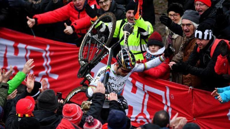 Van Aert domineert Telenet UCI World Cup Soudal Classics Namen