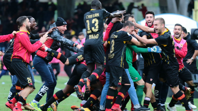 Le gardien de Benevento crucifie Milan — Ita