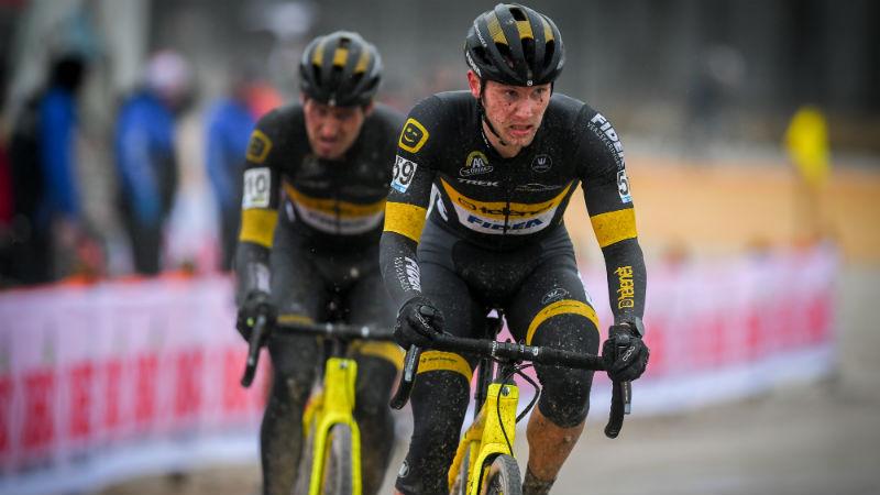 Corné behaalt tweede plaats in Zilvermeercross