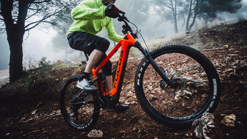 Carbon e-trailbike van Focus zakt onder de 20 kilo