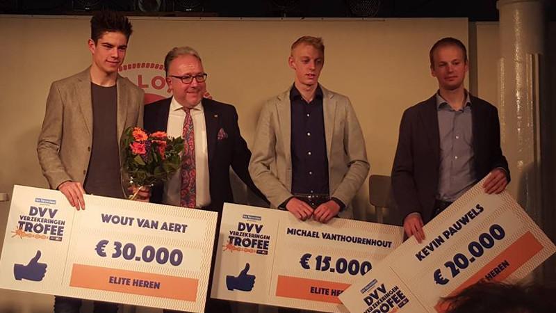 DVV Verzekeringen Trofee zet winnaars in de bloemetjes (VIDEO)