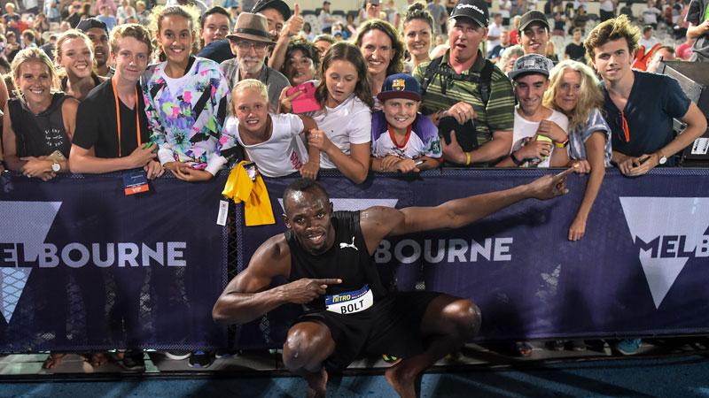 Bolt start seizoen met zege tegen 16-jarig schoolmeisje (VIDEO)