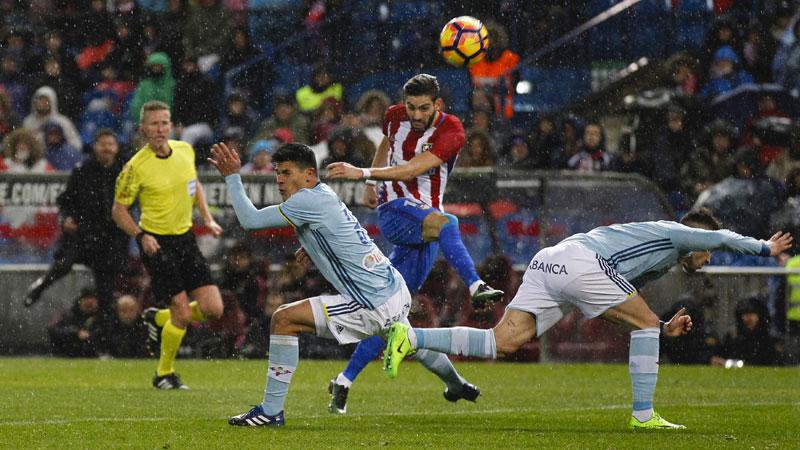 Atletico door oog van de naald, Carrasco eist hoofdrol op (VIDEO)