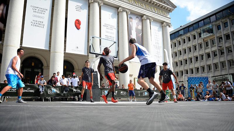 Muntplein in Brussel omgetoverd tot een heuse basketbalarena voor 3X3 Masters (VIDEO)
