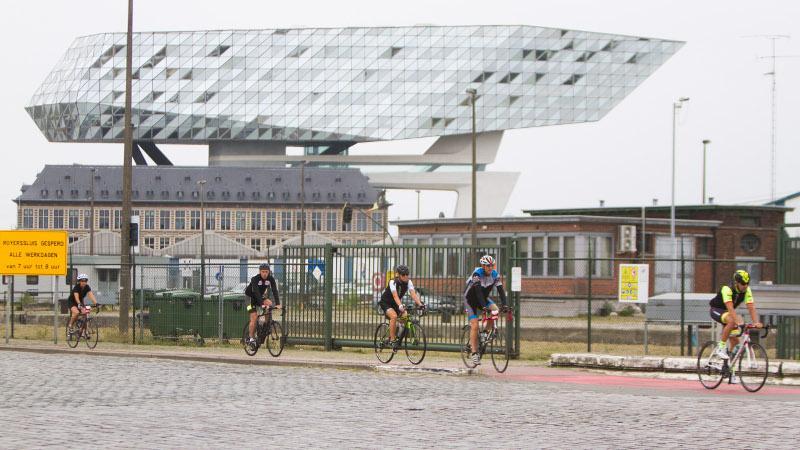 Wielertoeristen warmen op voor BK met Belgian Cycling Championship Happening