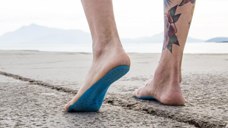 Lopen we binnenkort allemaal zonder schoenen dankzij deze uitvinding?