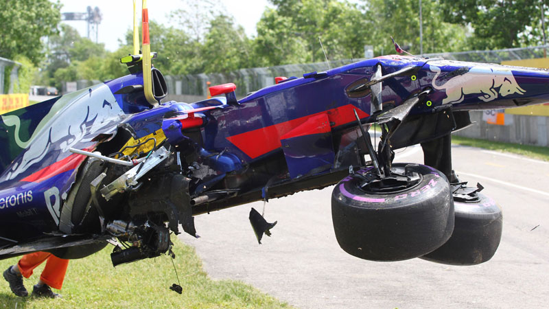 Roekeloze Sainz krijgt sanctie na spectaculaire crash (VIDEO)