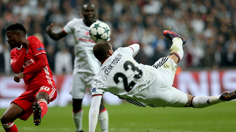 Cenk Tosun auteur du plus beau but en Ligue des Champions, Odjidja 7e (VIDEO)