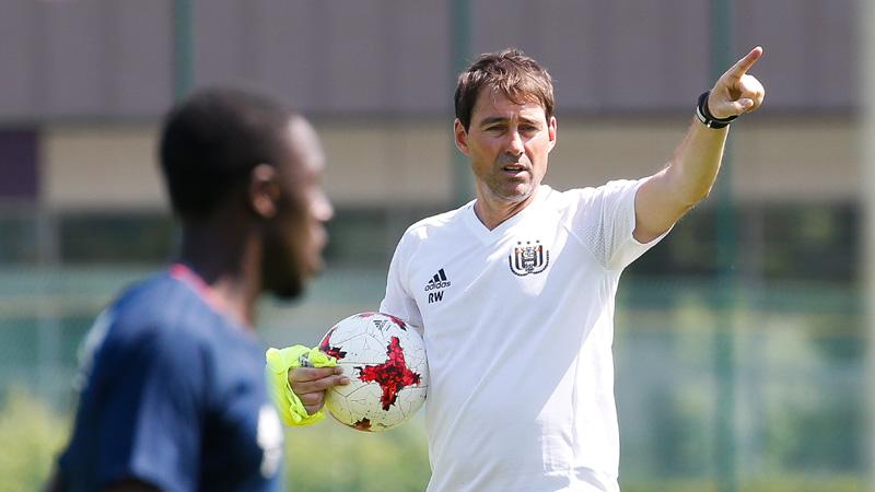 Anderlecht hervat met tien spelers: 'We hebben nog tijd'