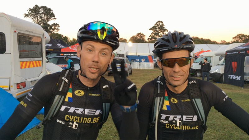 Sven en Sven in Cape Epic: 'Hopla, nog twee ritten!' (VIDEO)