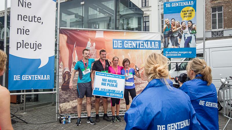 Le soleil inonde les milliers de participants de la Stadsloop De Gentenaar