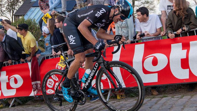 Paris - Cyclisme: Moscon suspendu par son équipe pour des insultes racistes