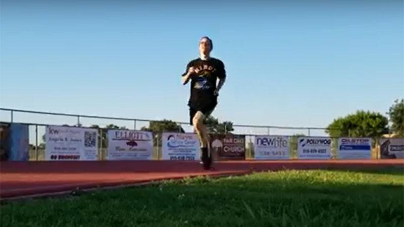 Gewone man probeert marathontempo van 2 uur vol te houden (video)
