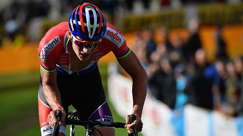 Van der Poel: 'Ik had zin om mijn fiets kapot te gooien'