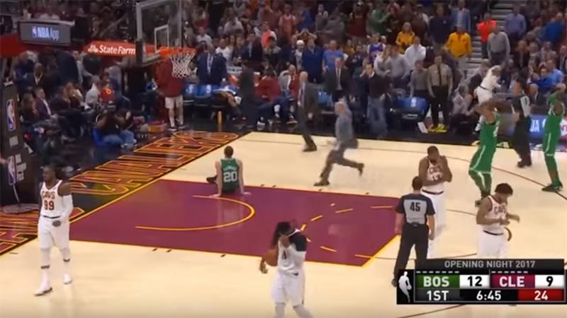 Terrible blessure lors de la soirée d'ouverture en NBA (VIDEO)