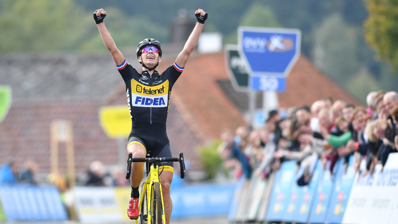 Lars van der Haar profiteert van rivaliteit en wint GP Mario De Clercq
