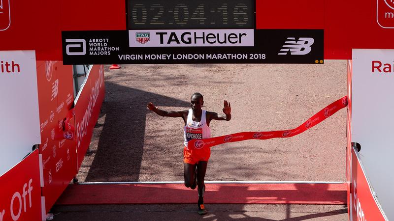 Kipchoge wint voor de derde keer marathon van Londen