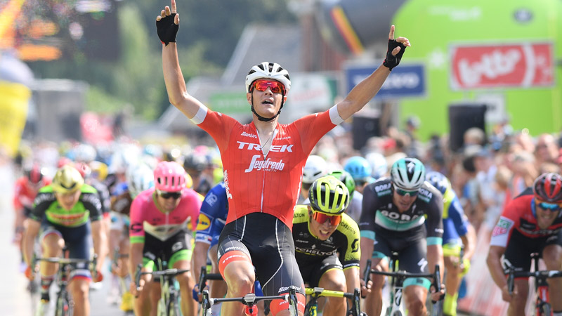 Stuvyen surprises peloton to win fourth stage