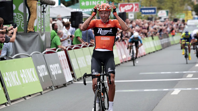 Van Der Hoorn wins in Antwerp as early breakaway survives