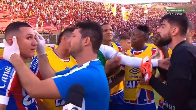 Un match au Brésil arrêté après 10 cartons rouges ! (VIDEO)