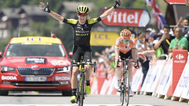 Van Vleuten vloert Van der Breggen in La Course