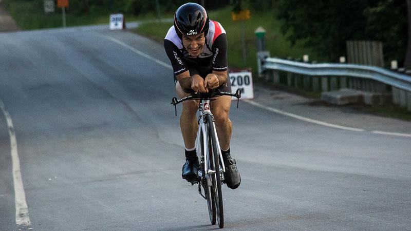 Champion du monde Bruce Bird montre les routes pendant les Blue Mountains Granfondo