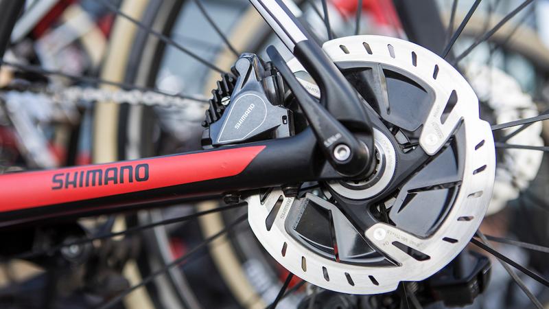 UCI bant Tramadol, respecteert vrouwen en laat schijfremmen toe