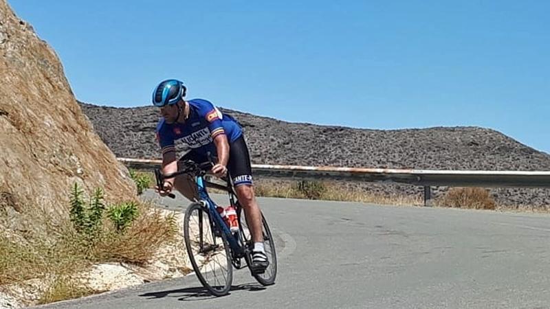 Tom Waes crasht met fiets op auto in afdaling