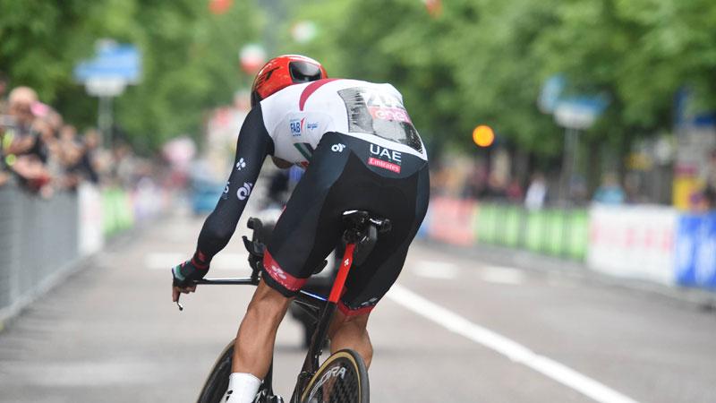 Videoref grijpt in na tijdrit Giro en deelt zware straffen uit