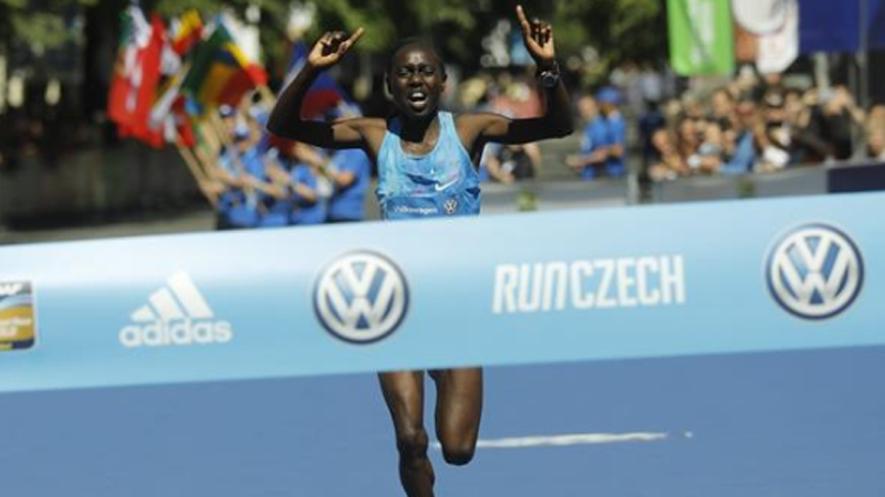 Kitur continues '18 momentum with breakthrough victory in the Prague Marathon