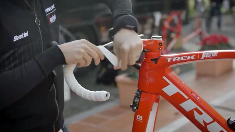 Leg je stuurlint zoals de Trek-Segafredo-mecanicien (VIDEO)