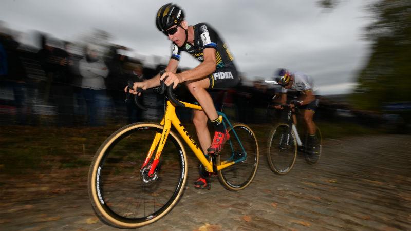 Toon Aerts wint Koppenbergcross na razendspannende driestrijd (VIDEO)