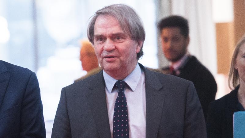 Pierre François explique la situation aux Ligues européennes