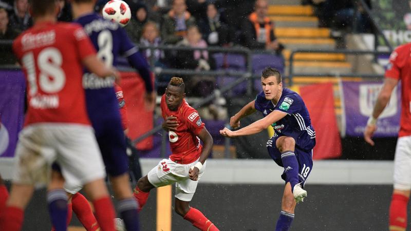 Anderlecht wint in extremis topper tegen Standard